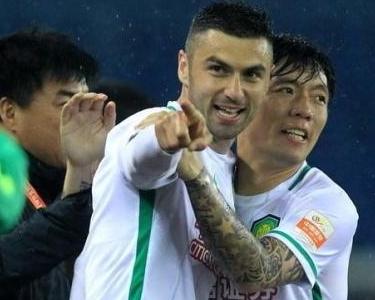 Burak Yılmaz Çin'de gollerine devam ediyor