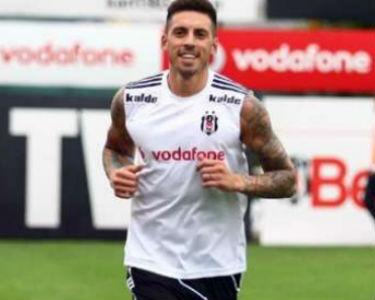 Jose Sosa Beşiktaş'tan Milan'a transfer oldu