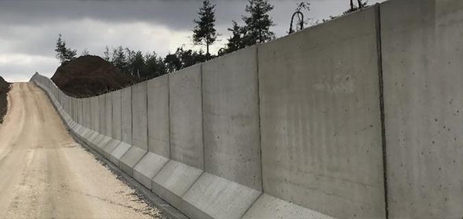 Suriye-Türkiye sınırında duvarın yarısı tamamlandı