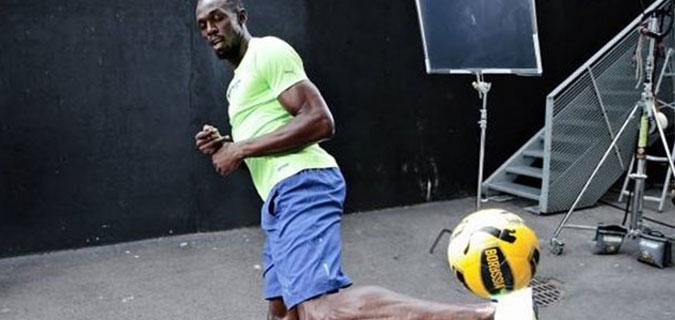 Usain Bolt yeşil sahalara iniyor