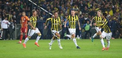 Fenerbahçe Galatasaray derbisinde Kadıköy geleneği bozulmadı